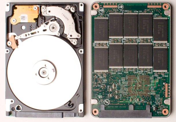 Una comparación paralela de un disco duro (izquierda) y un disco duro (derecho).  Crédito de la imagen: Juxova