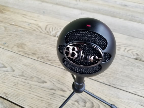 Blue-Snowball-ICE-on-wood