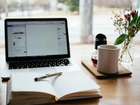 ¿Puedes contratar a alguien para que te escriba un libro?